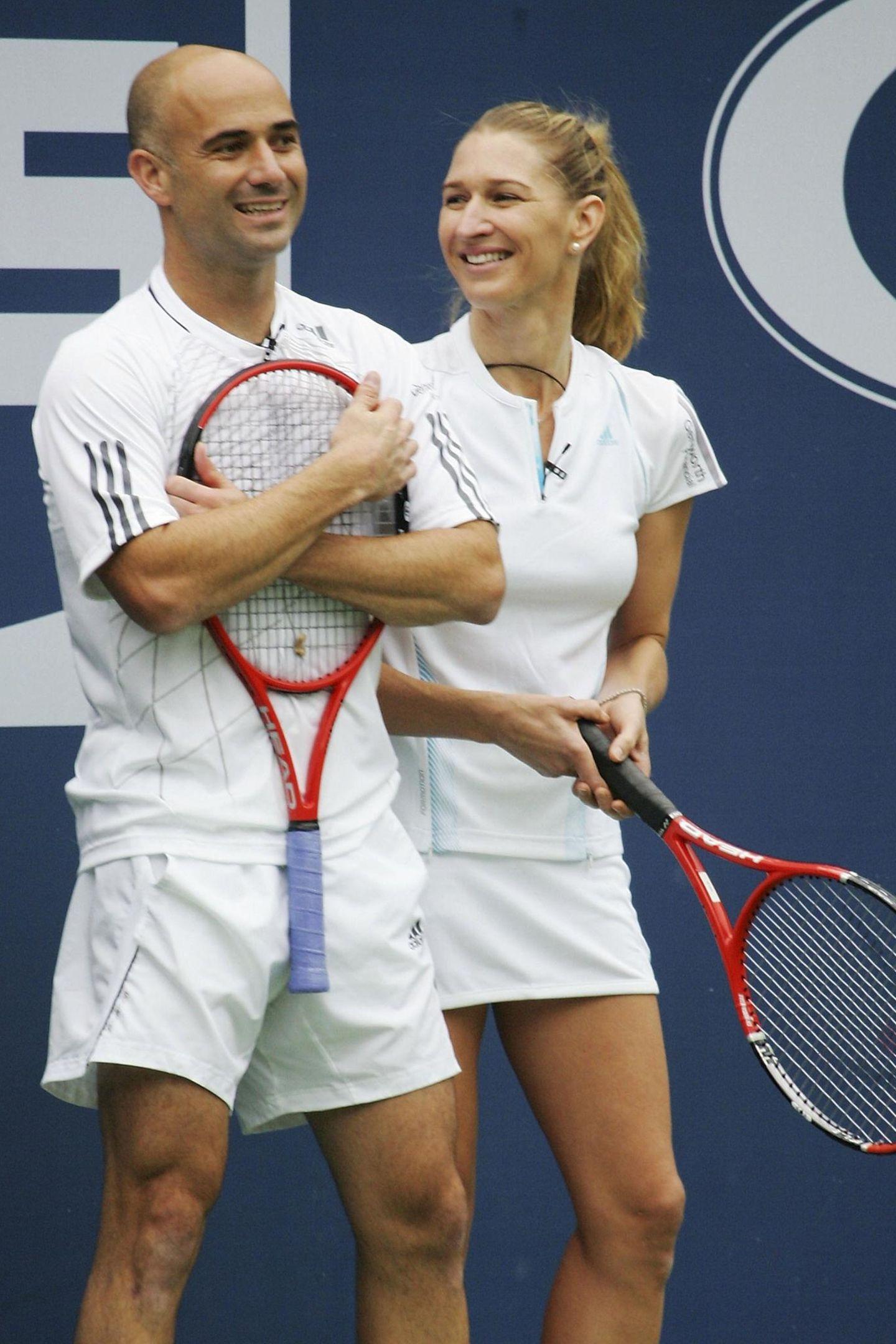 Für Wohltätigkeitsveranstaltungen zeigen sich Andre und Steffi auch mehrfach gemeinsam auf dem Tennisplatz (hier im August 2006 in New York).