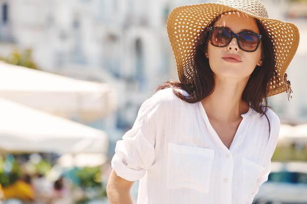 Zum Schutz der Augen vor Sonnenlicht empfehlen sich Sonnenbrillen von guter Qualität