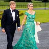 In Anlehnung an die grüne Insel Irland kommt Königin Máxima an der Seite ihres Mannes in einer grünen Traumrobe zum Staatsbankett.