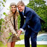 Im Rahmen der offiziellen Begrüßungszeremonie pflanzen Máxima und Willem-Alexander einen Baum.