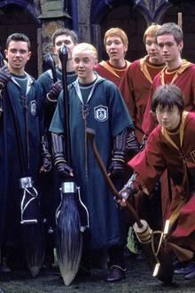 In den Harry-Potter-Filmen waren sich die Weasley-Zwillinge, ihr Bruder Ron und Draco Malfoy nicht nur auf dem Quidditch-Feldspinnefeind. Im wahren Leben sieht das natürlich ganz anders aus.