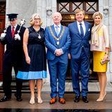 In Cork wird das niederländische Königspaar von BürgermeisterJohn Sheehan und Ehefrau Aedamar begrüßt.