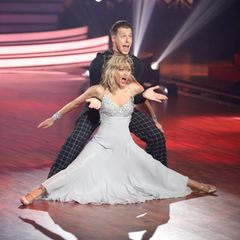 """Den zweiten Tanz des Abends legen Ella und Valentin hin. Ihr Jury-Tanz ein Quickstep zu """"The Lady Is A Tramp""""von Frank Sinatra. Für die Jury steht nach kurzen Schnappatmungen fest: 30 Punkte!"""