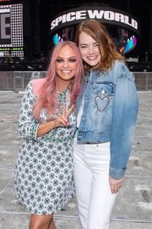 """Zwei Emmas, eine große Leidenschaft. Emma Stone ist mindestens genauso ein """"Spice Girl"""" wie Emma Bunton und besucht die Sängerin bei ihrem Konzert in London."""