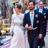 Wenige Monate zuvor im Nachbarland: Zum Staatsbankett im königlichen Palast in Stockholm trägt Prinzessin Sofia das gleiche Kleid.Die knapp 400 Euro teureRobe von Self Portrait ist eine Kreation aus Spitze und Seidenkrepp – perfekt für diesen offiziellen Anlass. Das wusste eine royale Fashion-Queen allerdings schon vor Jahren...