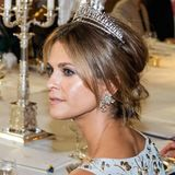 """Ein königlicher Hochkaräter schmückt gleichzeitig den Kopf von Prinzessin Madeleine: Die """"Modern Fringe Tiara"""" steht der Schwedin ausgezeichnet und funkelt mit ihr um die Wette."""