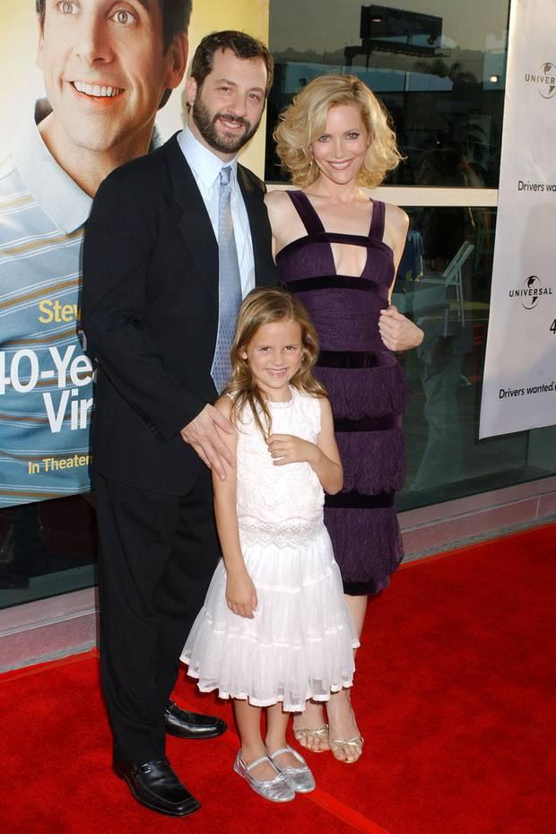 In 2005 kommt Maude Apatow zusammen mit ihren berühmten Eltern, Leslie Mann und Jude Apatow, auf den roten Teppich. Sie ist damals sieben Jahre alt und geht der Mama gerade einmal bis zur Taille.