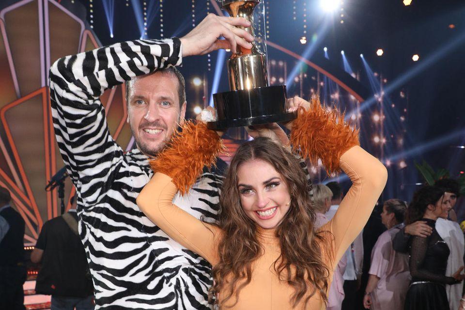 """""""Let's Dance""""-Gewinner 2019  Handballer Pascal """"Pommes"""" Hens und und seine Tanzpartnerin Ekaterina Leonova."""
