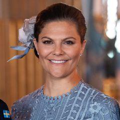 Dort warten schon weitere Mitglieder der schwedischen Königsfamilie wie Kronprinzessin Victoria.