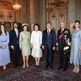 Die schwedische Königsfamilie posiert mit dem südkoreanischen Präsidentenpaar für ein Gruppenbild.