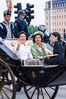 Nach einer Begrüßungszeremonie mit Militärparade geht es per Kutsche weiter zum Schloss.