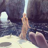 """Dieses Bild schreit ja förmlich """"Jetset""""! Kitty Spencer, die Nichte der verstorbenen Prinzessin Diana, entspannt auf einer Jacht vor Capri."""