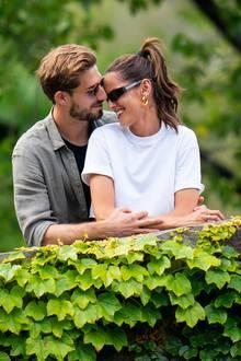 16. Juni 2019  Im New Yorker Central Park genießen Kevin Trapp und Izabel Goulart einen romantischen Spaziergang und lassen sich dabei auch von Paparazzi nicht aus der Stimmung bringen.