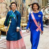 Königin Silvia und die südkoreanische Präsidentengattin sind für den Abend in besonders farbenfrohe Roben geschlüpft.