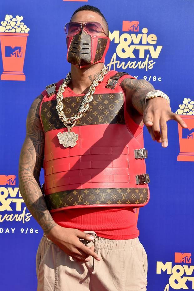 """15. Juni 2019  Mit seinem Auftritt bei den """"MTV Movie and TV Awards"""" sorgt Nick Cannon für Aufsehen. Seine Louis-Vuitton-Kreation mit Weste und Maske erinnert die Fans an einen """"Mortal Kombat""""-Kämpfer."""