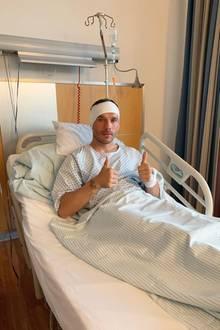 """Auf Instagram meldet sich Lukas Podolski nach einer Operation am Ohr aus dem Krankenhaus: """"Hallo allerseits, ich wollte euch nur ein kurzes Update geben. Ich habe mich erfolgreich operieren lassen und nun brauch die Genesung etwas Zeit. Ich hoffe, es geht mir bald besser! Vergesst nicht,ich bin immer ein Kämpfer!""""  Wir wünschen gute Besserung."""