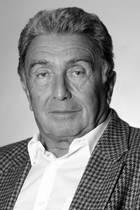 """16. Juni 2019: Rolf von Sydow (94 Jahre)  Nur zwei Tage vor seinem 95. Geburtstag ist der deutsche Regisseur Rolf von Sydow gestorben. """"Er ist friedlich zu Hause eingeschlafen"""", sagt seine Frau Susanne von Sydow gegenüber der BILD.  Rolf von Sydow hat bei zahlreichen Filmen und Serien, wie """"Zwei Münchner in Hamburg"""", Regie geführt."""