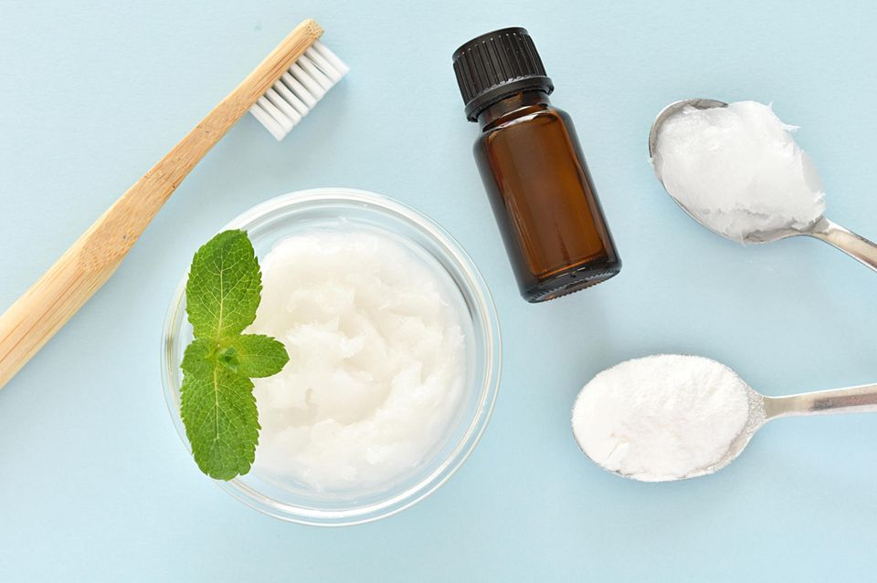 Zahnpasta selber machen, Zahnpasta, gesunde Zahnreinigung, Kokosöl, ätherisches Öl, Zahnbürste