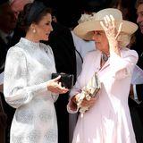 Im Gespräch mit Königin Letizia scheint sich Camillas Laune allerdings wieder zu bessern.