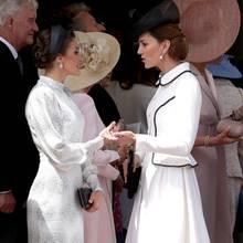 Später trifft Königin Letizia auch Herzogin Catherine. In ihren schwarz-weißen Looks passen die royalen Damen perfekt nebeneinander, auch die Stimmung wirkt harmonisch.