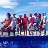 Jochen Schropp feiert mit Freunden anlässlich des Pride-Monats eine ausgelassene Pool-Party.
