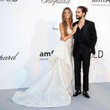 Im Mai 2018 besuchte Model Heidi Klum mit ihrem - inzwischen Verlobten - Tom Kaulitz die amfAR-Gala am Rande der Filmfestspiele in Cannes. Es war ihr erster, ganz offizieller Auftritt als Paar und man staunte nicht schlecht, dass Heidi zu diesem Anlass ein Brautkleid trug. Schon bald werden Heidi und Tom tatsächlich vor den Traualtar treten, wir sind schon ganz gespannt, was sie dann tragen wird.
