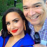 """Demi Lovato dankt ihrem Stiefvater. """"Du bist ein unglaublicher Mensch mit einem Herzen aus Gold. Ich hätte mir keinen besseren Vater wünschen können."""""""