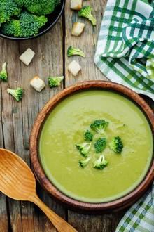 Brokkoli-Suppe ist reich an Ballaststoffen.