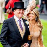 Es ist natürlich Königin Máxima, die gemeinsam mit ihrem Mann König Willem-Alexander das berühmte Pferderennen besucht. Ob die Königin der Niederlande ihre Hutwahl wohl bereut? Uns zaubern diese Bilder auf jeden Fall ein Lächeln auf das Gesicht.