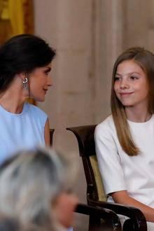 19. Juni 2019  Königin Letizia lächelt ihrerTochter Prinzessin Sofía zu.