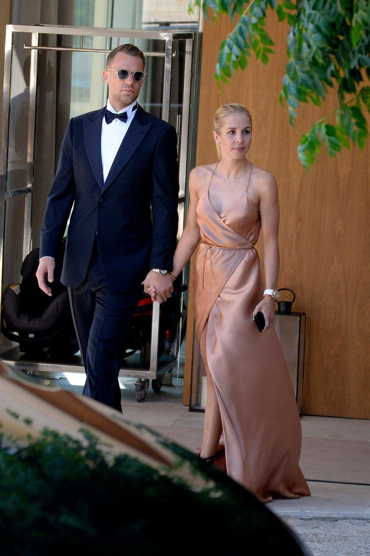 Manuel neuer monopoli hochzeit Designer Brautkleid