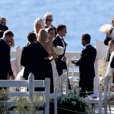 Mario Götze und seine schöne Braut, Ann-Kathrin Götze, strahlen nach der Zeremonie nur so vor Glück.