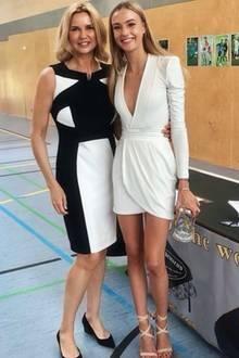 """Zum 18. Geburtstag und zum Abschluss postet Veronica Ferres zum ersten Mal ein Foto mit ihrer Tochter Lilly. """"Ich bin unglaublich stolz auf dich"""", schreibt die Schauspielerin auf Instagram und gratuliert. Das Lächeln und die tolle Figur scheint die hübsche Blondine auf jeden Fall von ihrer Mama geerbt zu haben! In einem weißen Kleid und Riemchen-Heels setzt Lilly ihre langen Beine in Szene."""
