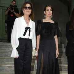 """Caroline von Hannover und Charlotte Casiraghi.Der Modemacher kannte nochCarolines Vater Fürst Rainer III. persönlich.Zum monegassischen Fürstentum hatte er immer ein enges Verhältnis. Lagerfeld bezeichnete Caroline von Monaco einst sogar als seine """"liebste Freundin""""."""