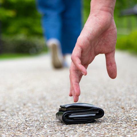 Gefundene Geldbörse – zurückgeben oder behalten?