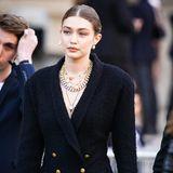 Gigi Hadid sieht sehr bedrückt aus. Das Model hat Karl Lagerfeld persönlich gekannt.