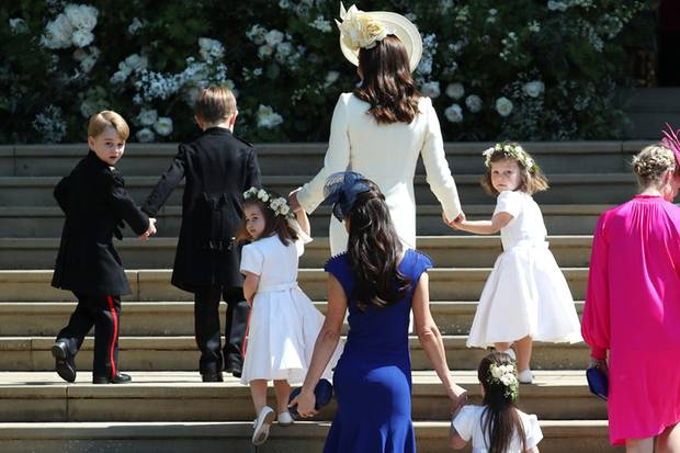 Prinz George (links) + Prinzessin Charlotte (3. von links)
