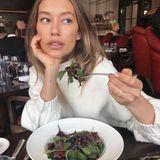 """""""Du bist, was du isst"""", scheint Annas Mantra zu sein. Genau wie bei ihrer Ernährung setzt sie auf Natur und einen gesunden Lifestyle, der Teint und Haar zum Strahlen bringt."""