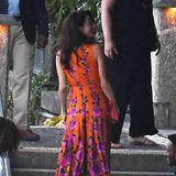 Amal Clooney wurde imitalienischen Laglio in dieser traumhaften Robe abgelichtet. In den knalligen Farben war sie kaum zu übersehen, als sie mit ihrem Mann George Clooney und dem befreundeten Paar Barack und Michelle Obama eine Bootstour machte.
