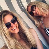 """Larissa Marolt alias """"Alicia Lindbergh""""  Die Schauspielerin, die von August 2017 bis Oktober 2018 bei """"Sturm der Liebe"""" als Traumfrau zu sehen war, zeigt sich hier nicht etwa mit ihrer Schwester –sondern mit ihrer Mutter Elke. Mit ihr genießt Larissa Marolteinen Tag an der Ostsee."""
