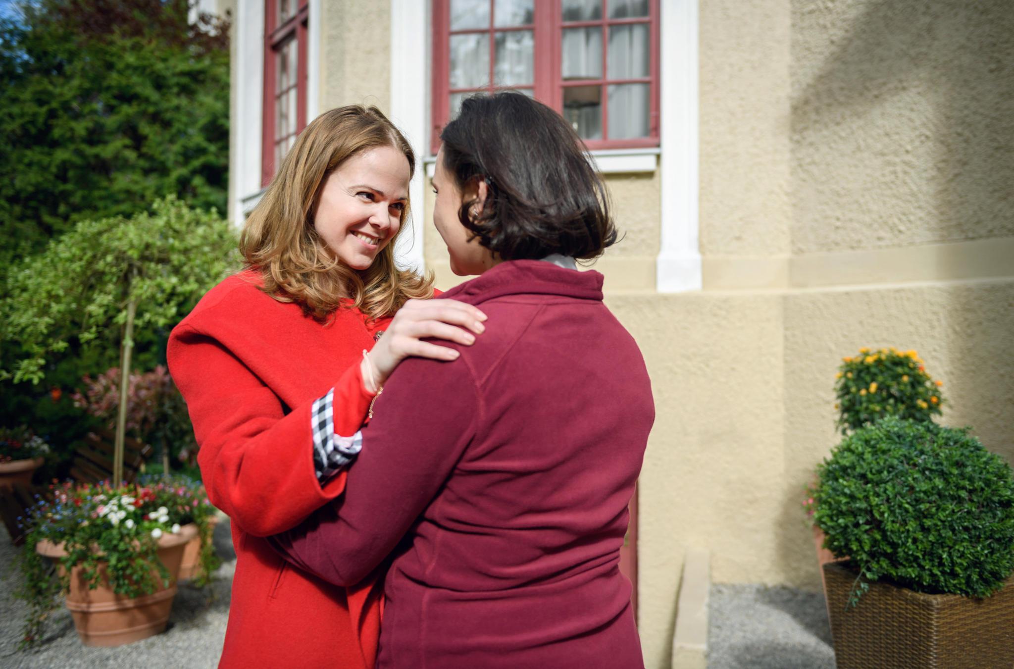 """""""Sturm der Liebe"""": Lucy Ehrlinger (Jennifer Siemann) und Romy Ehrlinger (Désirée von Delft)"""