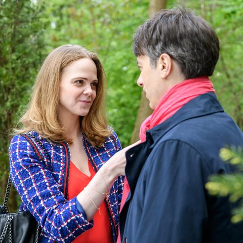 """""""Sturm der Liebe"""": Lucy Ehrlinger (Jennifer Siemann) geht bei Robert Saalfeld (Lorenzo Patané) auf Tuchfühlung"""