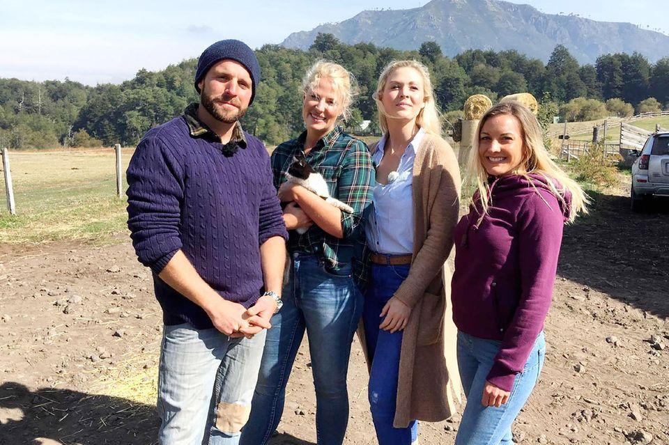 Marco aus Chile mit seinen KandidatinnenAntonia (2.v.l.), Vanessa undSabrina(r.)