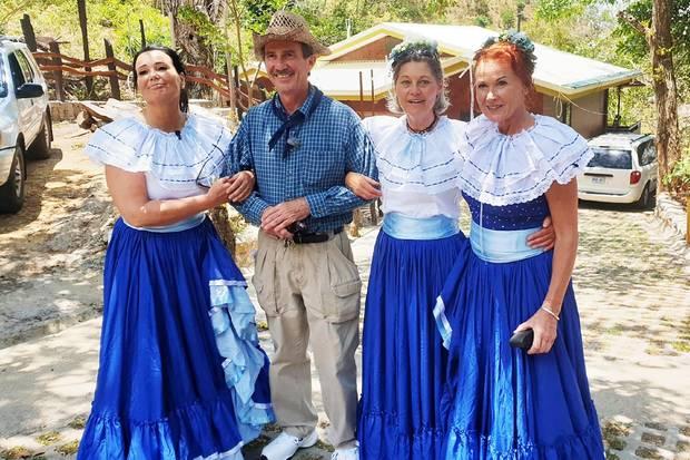 Tom aus Costa Rica mit seinen DamenGabriele (l.), Siglinde und Joyce (r.)