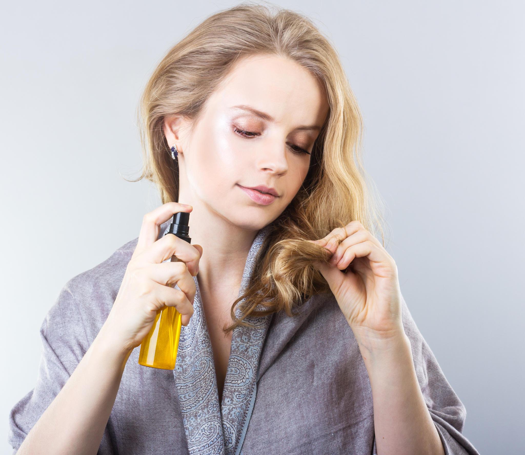 Hyaluron kann auch zu schönerem Haar verhelfen.