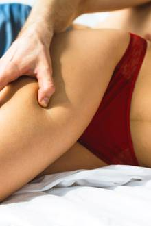 Sex während der Periode intensiviert den Sex und hilft gegen PMS.