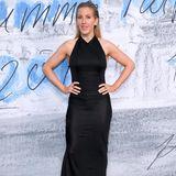 Von vorne sieht das Kleid von Ellie Goulding extrem schlicht und einfach aus.