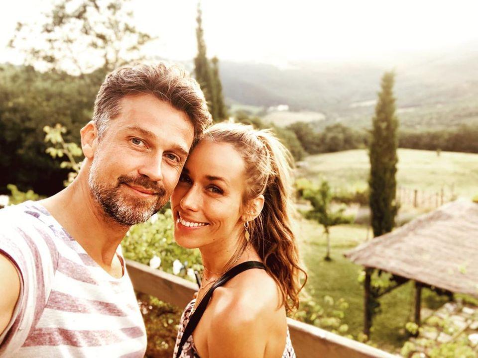 24. Juni 2019  Vor traumhafter Kulisse –in diesemFalle dieder Toscana – gehört es sich, klick, ein süßes Pärchenselfie zu machen.