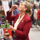 """26. Juni 2019  Gräfin Sophie probiert bei der """"Royal Norfolk Show"""" einen Gin."""