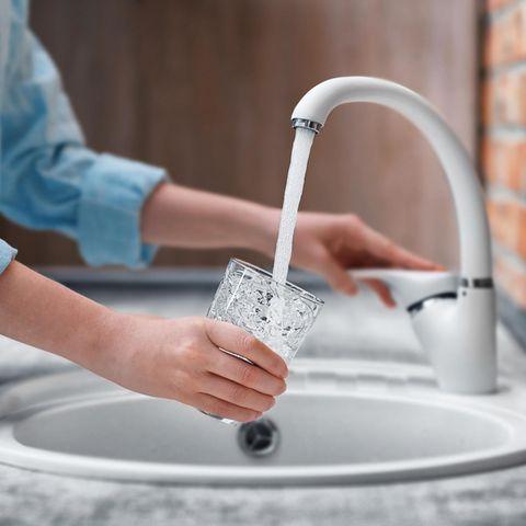 Wasser aus dem Hahn ist gesünder als Mineralwasser aus der Flasche